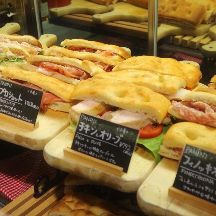 東京駅にリアルなイタリア登場。店内で焼くパニーニとフォカッチャ/Eataly