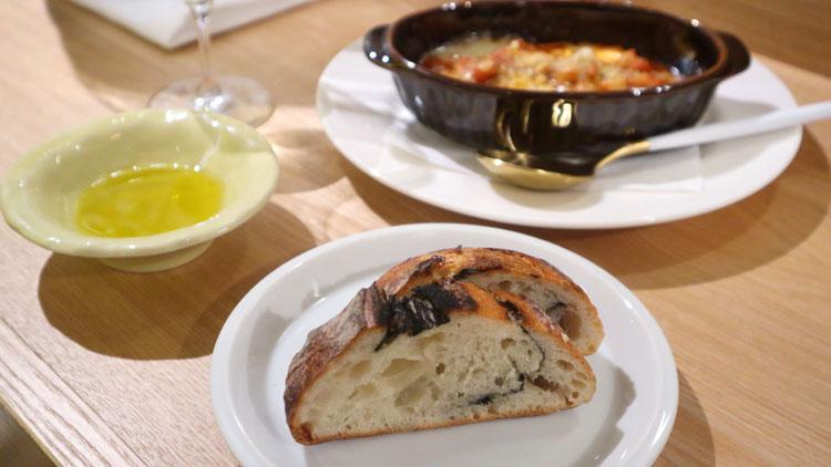 このフォカッチャの断面を見よ! 永遠のパン飲み循環イタリアン/チッツィア