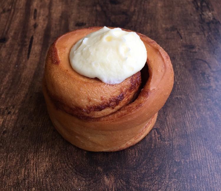 ロックなベーカリ-の自由なタルティーヌとさくさくデニッシュ/BAKE&ROLL