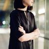 時間をかけてゆっくりと作り、着方の自由も誘う服