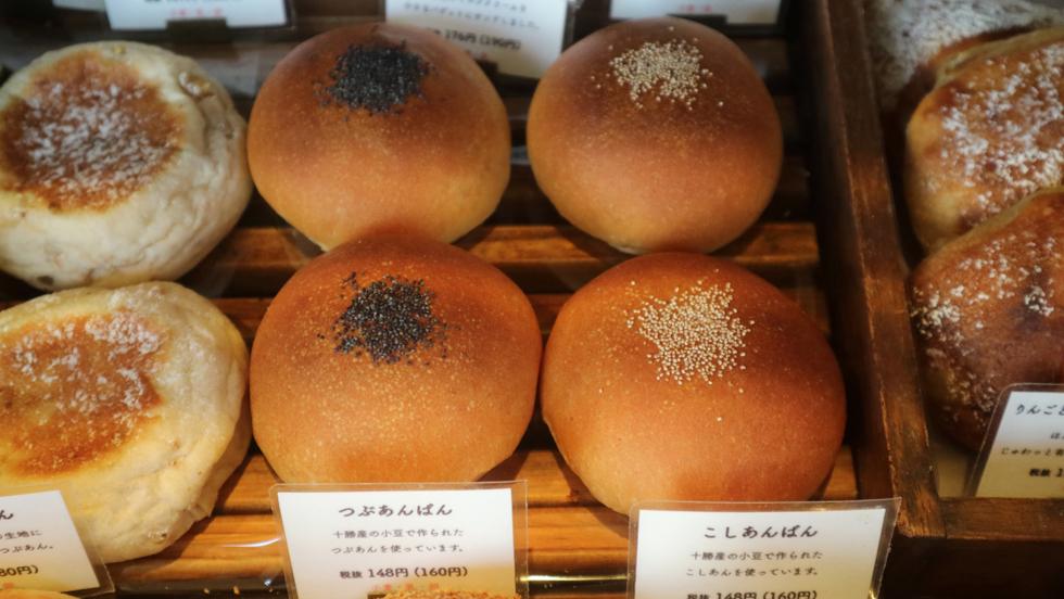 たまごのサンドからシナモンロールまで約60種類、パンの絶景/Koyagi Bakery