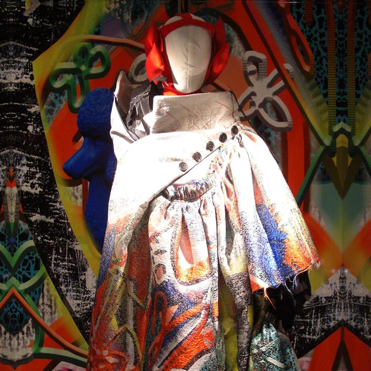 マルジェラとガリアーノ、鬼才デザイナーのあり得ないコラボによる服の美しさと深さ