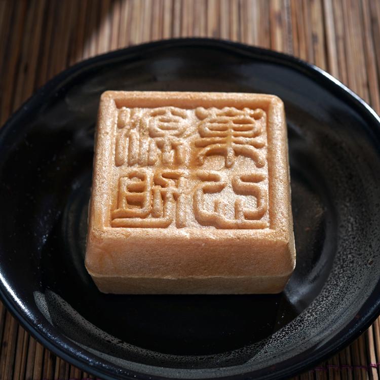 「シャトレーゼ」の菓心源助 餅入り最中 古川雄大さん