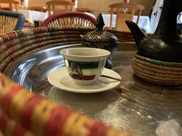 《パリの外国ごはん。ふたたび。》肉を断つ日も食べごたえ満点! エチオピアのベジタリアンプレート/Habesha