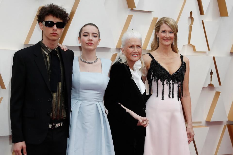 《2020アカデミー賞プレイバック編》「パラサイト」が開く未来への扉、レッドカーペットの「主張するドレス」