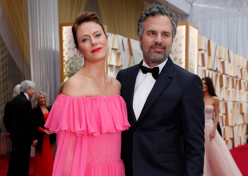 マーク・ラファロと妻のサンライズさん