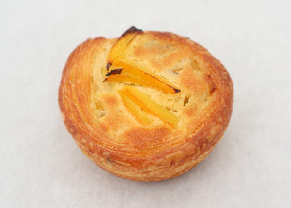 行列店で出会った八朔りんごのパイ……その衝撃を一言でいうなら!/志茂