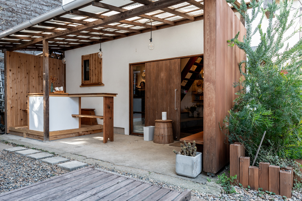 古い邸宅街に生まれた、「公共」というオアシス カフェ&ショップ「SUMIYOSHIYA」