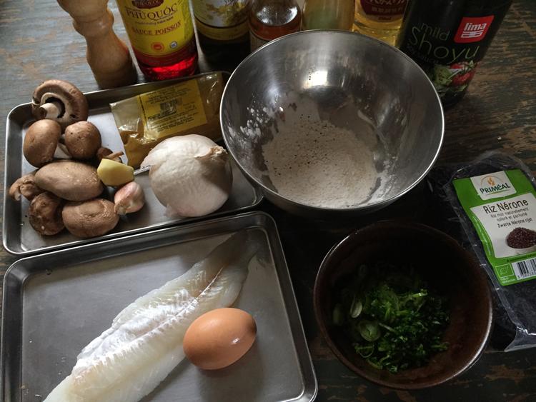 おかわりが止まらない、中華風カレー汁。白身魚や野菜のフリッターと/Pavillon aux Pivoines