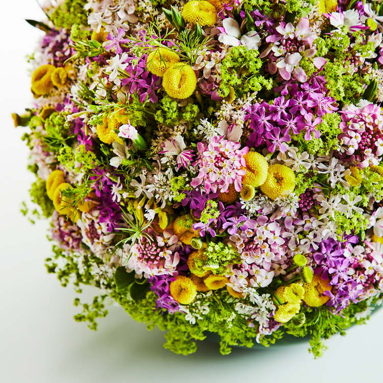 「お花見でもしませんか?」再婚して32年。外出できない彼を元気づける花束を