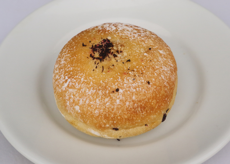 食パンがエアリーすぎ。麺のようにすする、口溶けの異常事態/クラマエノパンヤ