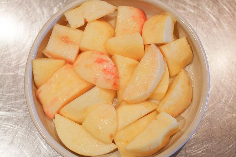 ザクザク、とろっ。食感楽しむ桃のクランブル