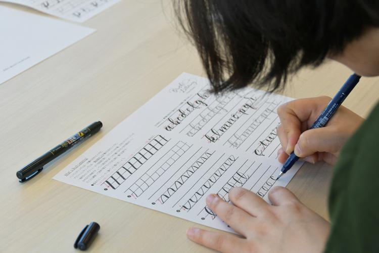 素敵な文字が書けたらな。筆ペン1本で楽しむ、ブラッシュレタリング