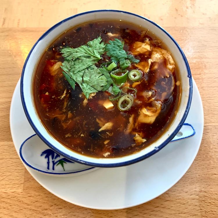 等身大で食べたい中華。穏やかな酸味、舌でとろける酸辣湯