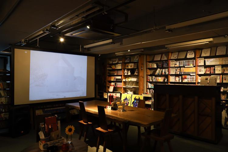2代目店主は編集者 映画と本を楽しむバー「ワイルドバンチ」