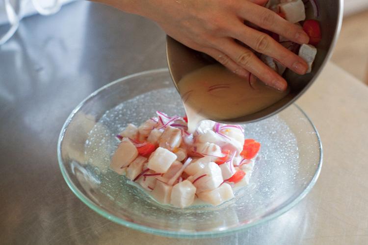 鰹出汁がやさしい、ホタテと白身魚のセビーチェ