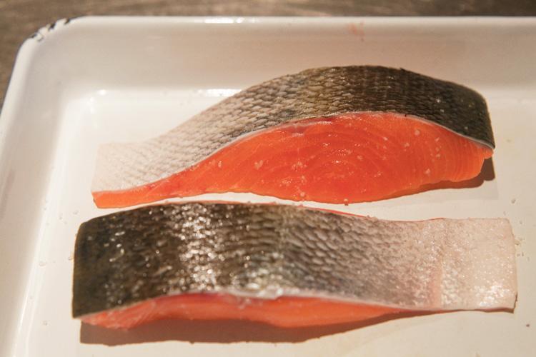 爽やかな香り広がる 秋鮭のレモンチーズソース