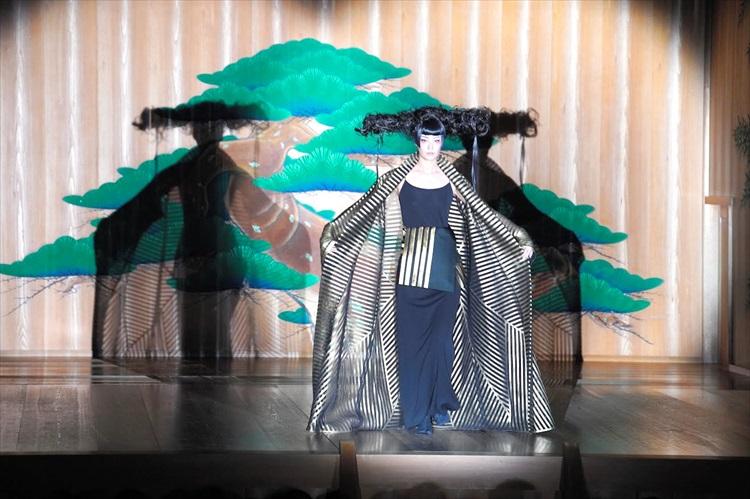 コシノジュンコ×観世流 能とファッションショー、融合で新境地