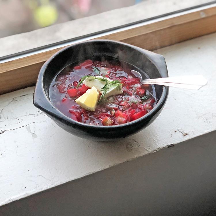 生きる力がみなぎる、赤いスープ