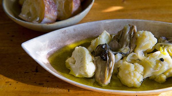 ほったらかしで作れる。牡蠣とカリフラワーのオイル煮