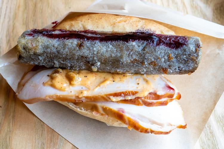 コッペパンの進化が止まらない! 北千住のビストロ発、魂のサンドイッチ/ニコミヤキッチン デリコッペ