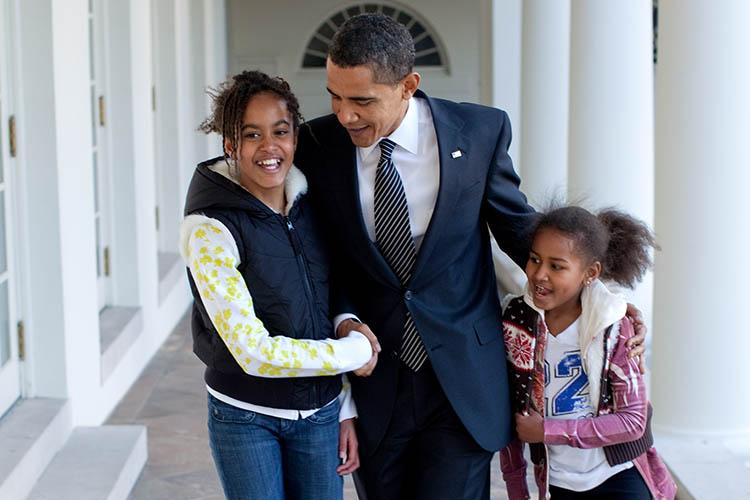 歴史を立体的に浮かび上がらせる、オバマ夫妻のそれぞれの自伝