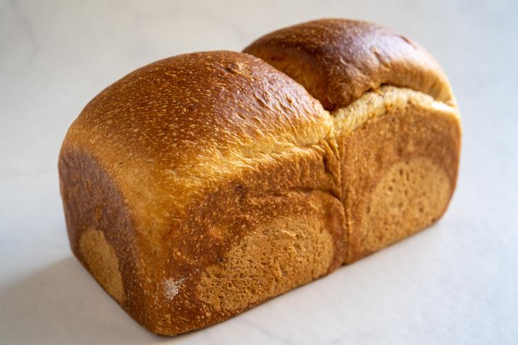 季節のフルーツがてんこ盛り。拝みたくなるほど美しいデニッシュ/eteco bread