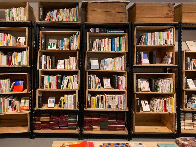 「いつか役立つかもしれない本」が並ぶ店 「無用之用」
