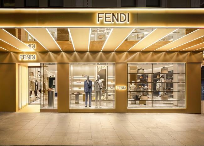 ファサードの彫刻はゴールドのラッカーグラス仕上げ! フェンディがシドニーに初の旗艦店をオープン