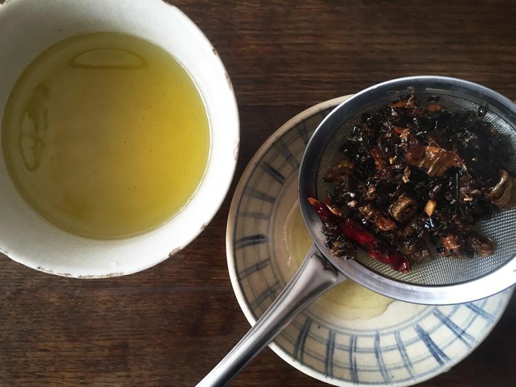 優しさとジャンク感、どっちも欲しいときは。ネギ油ときのこの汁麺