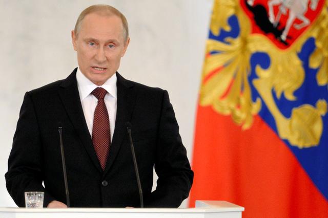 18日、演説するロシアのプーチン大統領=AFP時事