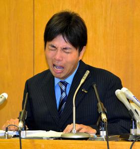 兵庫県議の号泣会見に「多くの批...