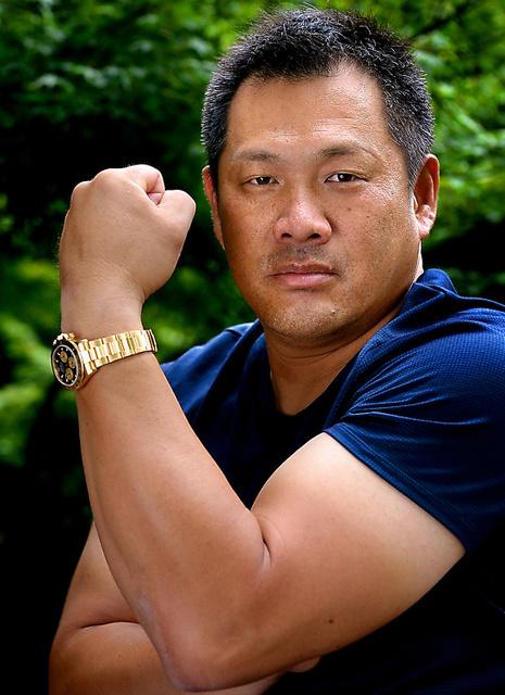 華麗な人)元プロ野球選手・野球解説者、山崎武司さん 腕 パワー自慢 ...