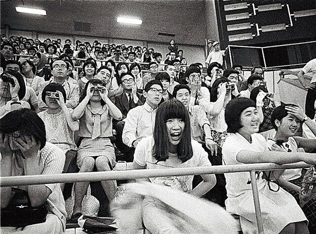 時どき街まち)座ってビートルズに熱狂 1966年・日本武道館:朝日 ...