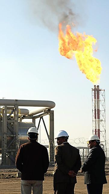 ワールドけいざい)石油、中東で...