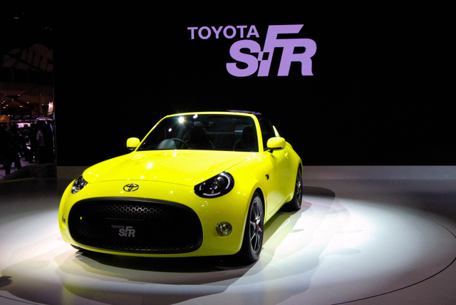 トヨタ自動車は、往年の「スポーツ800」に似たコンセプトカー「S―FR」を世界初披露した=28日、東京都、向井宏樹撮影
