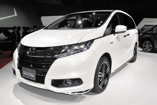 東京モーターショーでホンダが公開したミニバン「オデッセイハイブリッド」=東京ビッグサイト