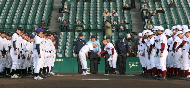 球史の幕開けシーンも再現 高校野球100周年OB試合