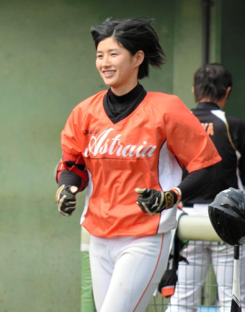 歌手でありプロ野球選手 20歳の加藤優さんデビュー:朝日新聞