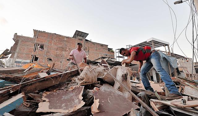 がれきの下、声捜す エクアドル地震、懸命の救出作業:朝日新聞デジタル