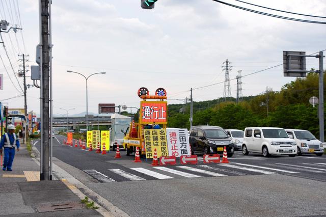橋桁落下で国道不通、悩む地元 迂回路渋滞・店の客激減