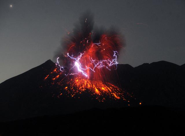 桜島が爆発的噴火、5千メートルの噴煙 鹿児島:朝日新聞デジタル