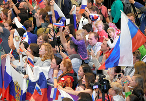 ロシア選手団100人、リオ到着 当...