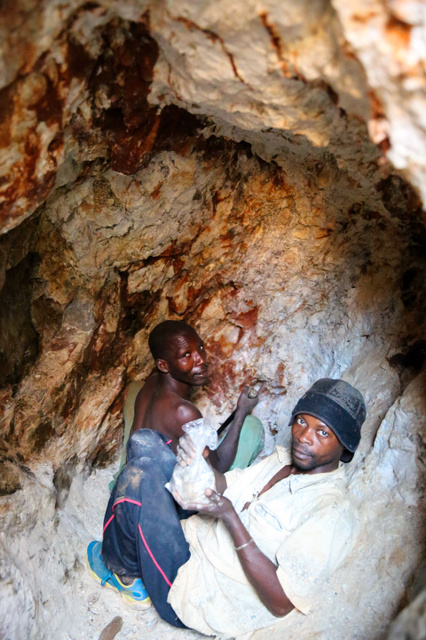 紛争呼ぶ鉱石、掘り続ける コンゴ東部ルポ:朝日新聞デジタル