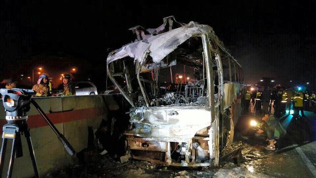 韓国・蔚山でバス火災、17人死傷 パンクし側壁に衝突:朝日新聞デジタル