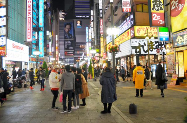 「歌舞伎町 繁華街」の画像検索結果