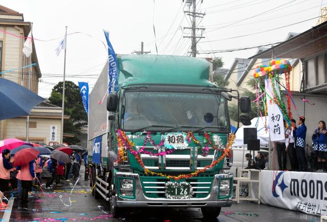 福岡)新年の店頭へ 靴の初荷出荷:朝日新聞デジタル