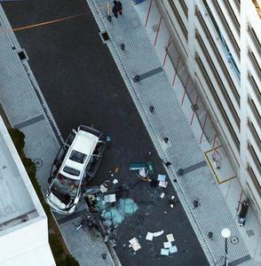 立体駐車場から車転落 3人死亡、2人重傷 横須賀