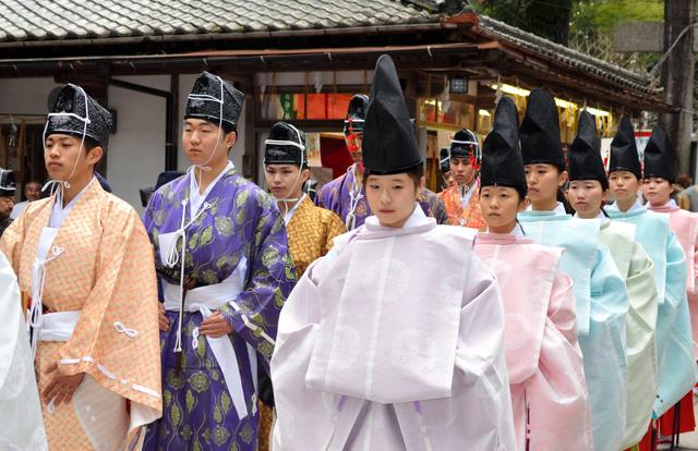 新成人、厳かに「元服式」 福岡・飯盛神社:朝日新聞デジタル