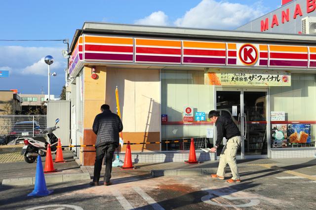 コンビニに車突っ込む、4人重軽傷 75歳女性が運転:朝日新聞デジタル